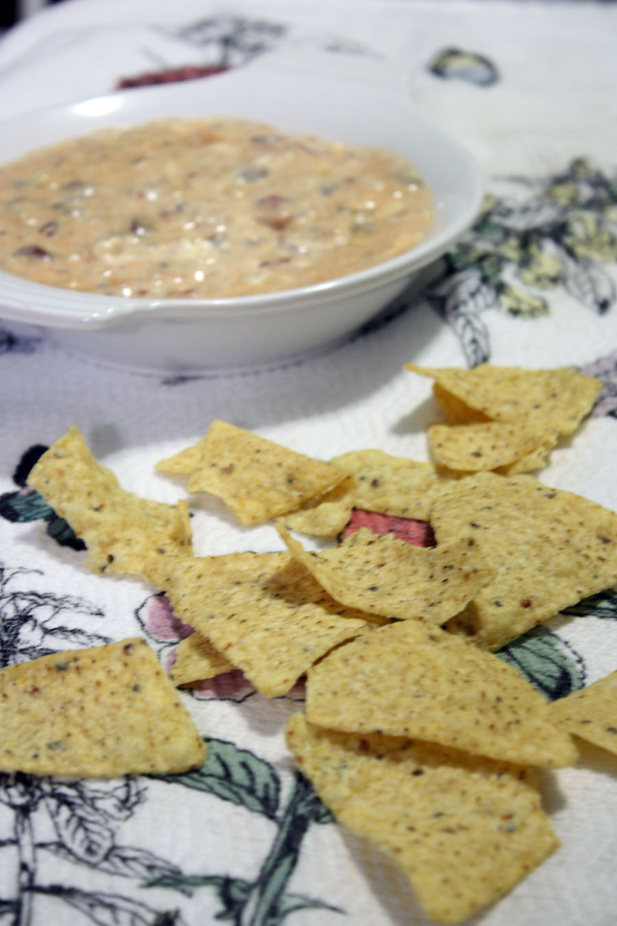 5 ingredient slow cooker rotel dip: an easy to make recipe for a football game night! |Stay gold Autumn