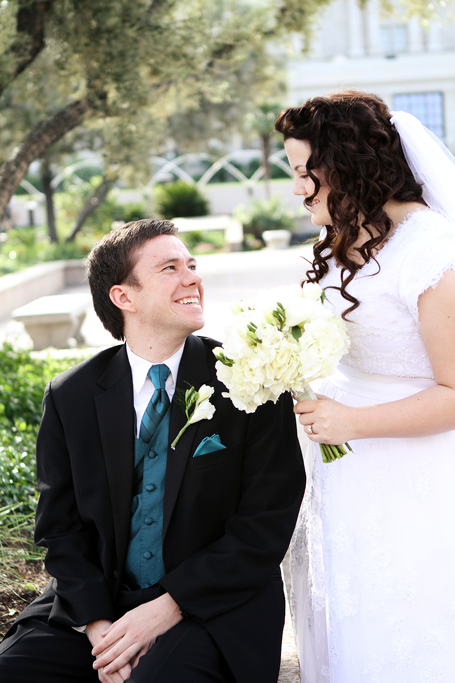 falling in love dating Falling in love is marked by a tendency to reorder your daily priorities and/or change your clothing, mannerisms,  10 best online dating sites author bio.